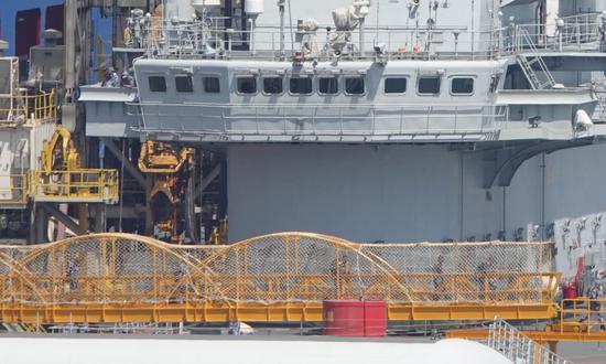 辽宁舰维修又有多处新改进 舰岛窗户已拆除