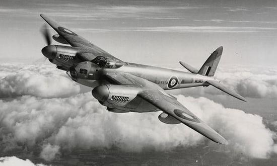 """英国""""蚊""""式轰炸机"""