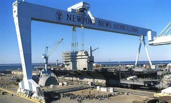 中国航母新厂房疑似曝光:比002航母船坞长了200米
