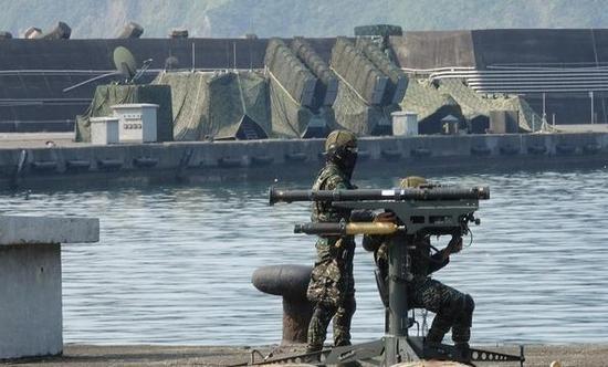 蔡英文首度乘军舰出海阅兵 台网友讥讽导弹可别误射100万投资项目