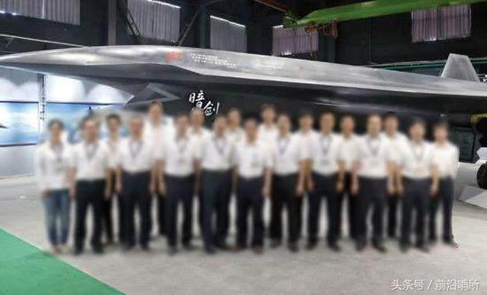 中国暗剑无人机12年后再度现身 拥有独特气动外形
