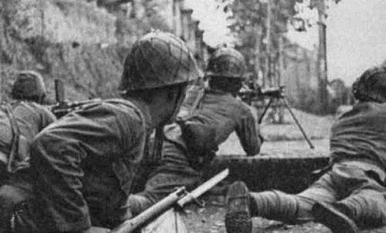 前线作战的日军士兵