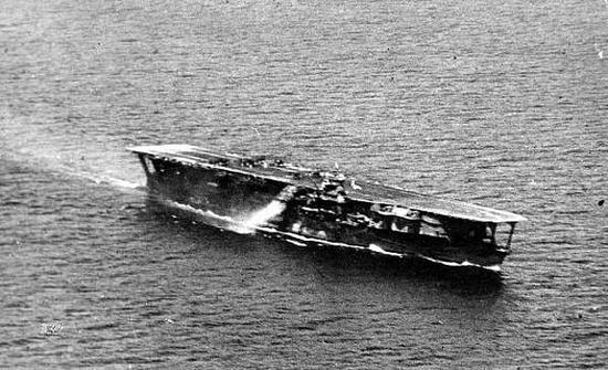 """1937年10月,南海上的""""加贺""""号航母,刚刚参加淞沪战役"""