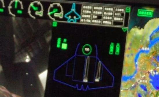 模拟座舱中有蛛丝马迹可以证明歼20配备小型新式机炮
