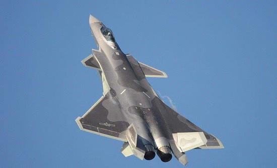 中国空军接收第二批歼-20,注意它的涂装与第一批明显不同