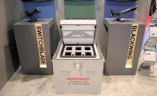 """图为AeroVironment公司的""""弹簧刀""""和""""黑翼""""巡飞弹/自杀式无人机,及其储运/发射箱。"""