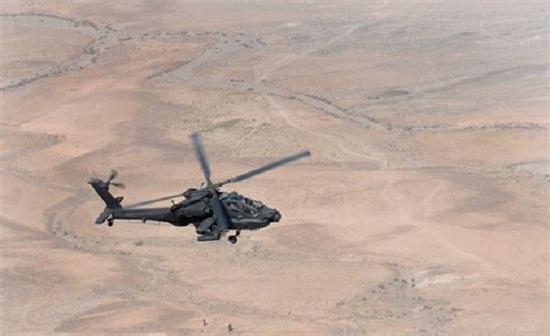 1架在阿富汗的作战AH-64D,注意它拆除了长弓雷达