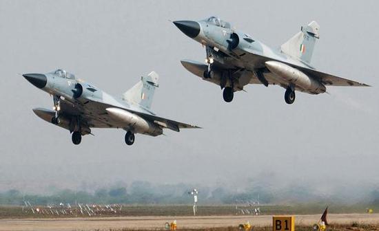 图为印度空军的幻影-2000战斗机.