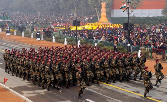 印度禁止进口上百种武器 张召忠:只能是自废武功