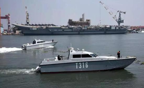 印度退役航母拆掉后炼钢造摩托 还请影星代言推销