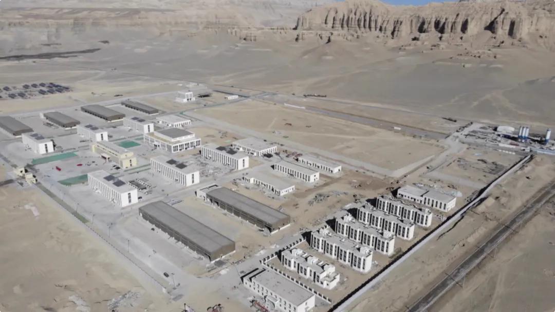 西藏边防官兵入住新一代高原营房 洗澡采暖样样有