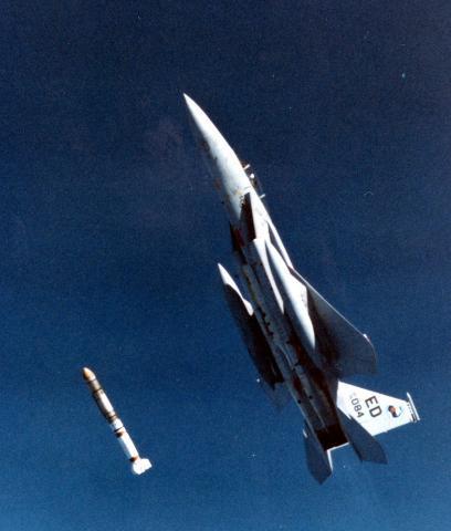 美军已装备F35战机 为何要魔改服役近五十年的旧机型