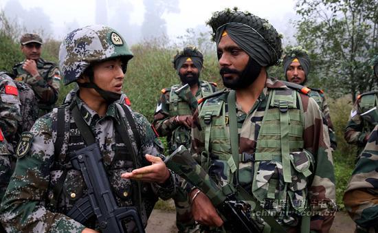 """""""听说你们印军装备不错,比我们强?""""""""拉倒吧……"""""""