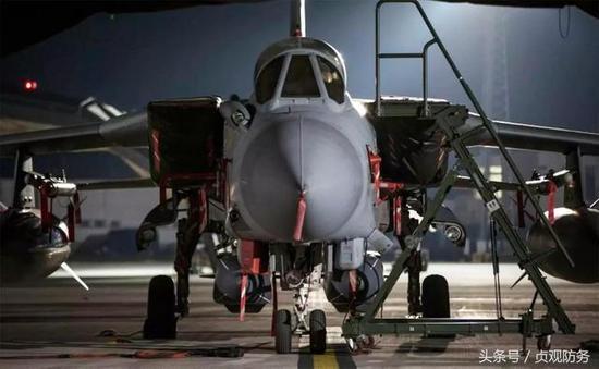 """△英国""""狂风""""战机挂上""""风暴阴影""""导弹准备打击叙利亚"""