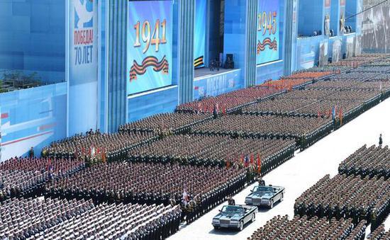 图注:2015年庆祝伟大卫国战争胜利70周年大阅兵式上的人员方阵
