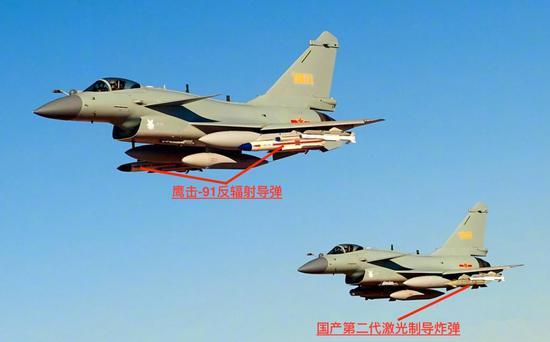 图中两架歼-10C战机除了被标出来的对地打击弹药,还挂载了PL-10格斗导弹。
