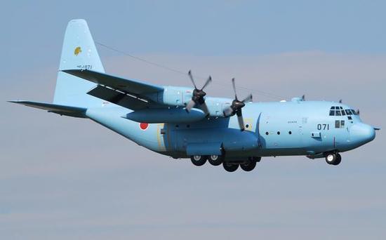 图为航空自卫队保有的C-130H运输机。