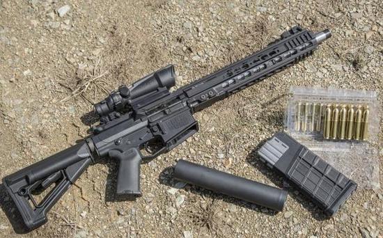 """图为使用12.7毫米弹药的""""贝克-510""""突击步枪。"""