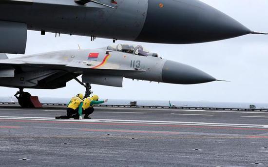 美媒曝中国正研制新舰载机取代歼15 配套电磁弹射使用