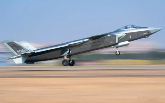 编号62001的这架歼20标志着中国空军已进入五代机时代