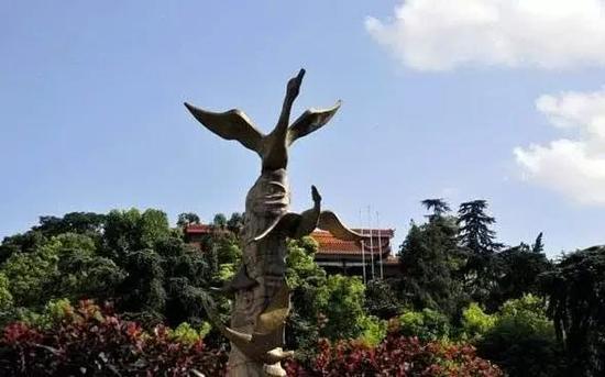 图1:衡阳的雁城雕塑
