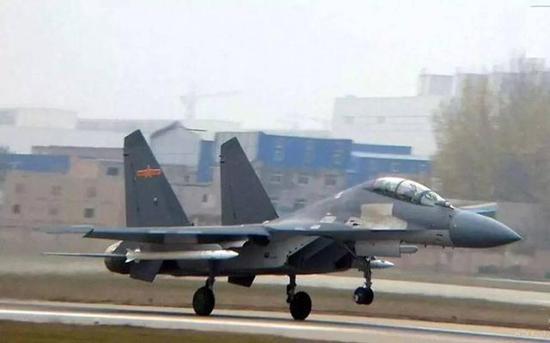 图片:挂载霹雳-21的歼-16原型机