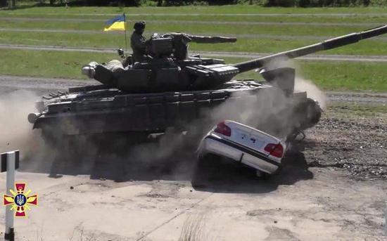 世界多系主战坦克出席欧洲坦克大赛 若我99A去会如何
