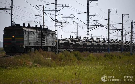 中国99坦克赴俄引俄网友赞叹 没派最新型因怕俄难堪
