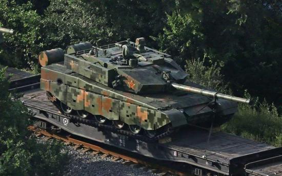 外媒关注我军99式坦克高原演练 却误认为99A(图)
