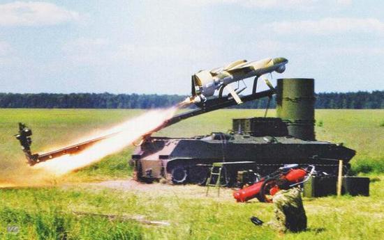 """图片:发射中的""""熊蜂""""-1无人机。"""