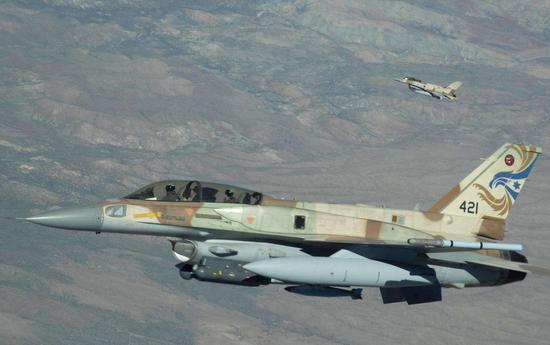外媒:叙利亚防空部队用导弹击伤一架以色列战机