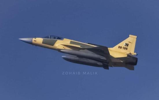 梟龍戰斗機在巴基斯坦空軍算頂梁柱角色,但是飛機個頭很小,看著很不起眼