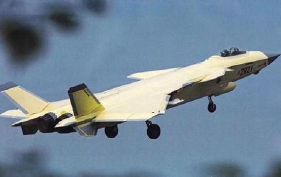 换装太行发动机的歼-20战斗机原型机