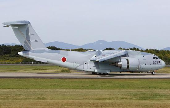 图为川崎C-2运输机。