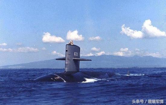 """美国""""鲟鱼""""级攻击型核潜艇""""南欧鲭鱼""""号曾经在跟踪苏联核潜艇时被严重撞伤"""