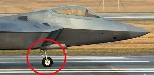 6架F-22参演却有一架出故障