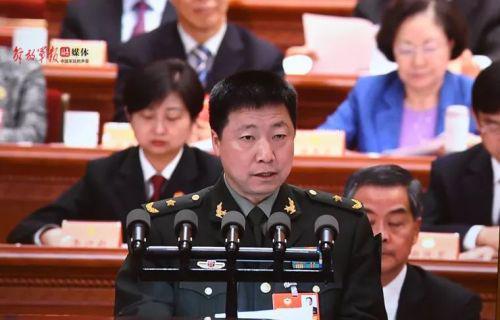 杨利伟委员作大会讲话。中国军网记者穆瑞林摄