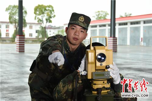 火箭军某导弹旅发射四营八连连长刘如凤。宣泽辉/摄