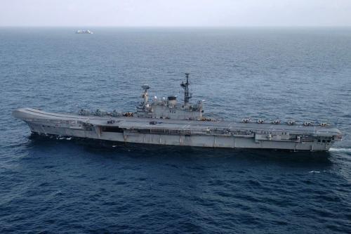 """印度现役航母""""维拉特""""号"""
