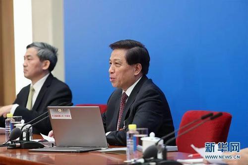 中国军费增长引关注 军媒讲了一个普京的