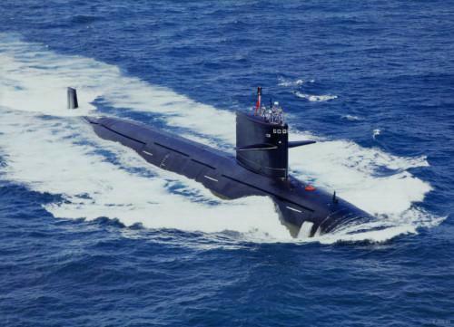 早期的093A核潜艇围壳后没有隆起