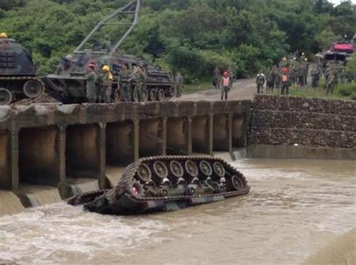 台军演习坦克坠溪致4死 当事人只被判6个