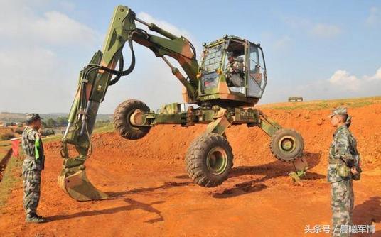 et110型步履式挖掘机首批装备西藏地区的工程兵部队图片