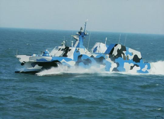中国海军实际仅接受了高速与隐身理念,搞了代号:022型的隐身导弹艇
