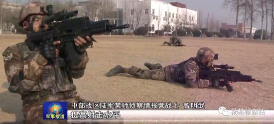 """注意榴弹发射器""""炮闩""""位置,可谓非常趁手"""