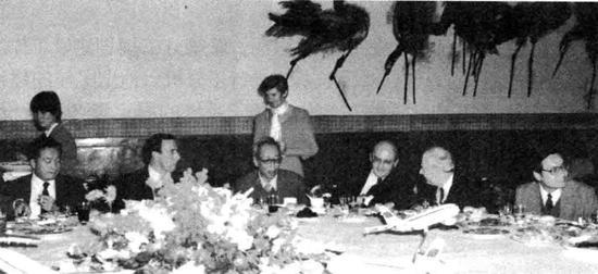 管德在民航工作會議上(左三)