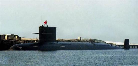 图片:此前公开的093型攻击核潜艇,该艇没有龟背隆起。