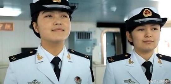 中国航母再次穿越海峡:台军尴尬承认只能远观