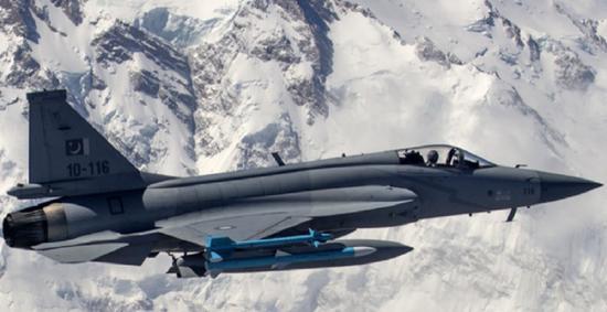 jf-17是中巴联合研制新一代轻型战斗机,中方负责单位是成都飞机