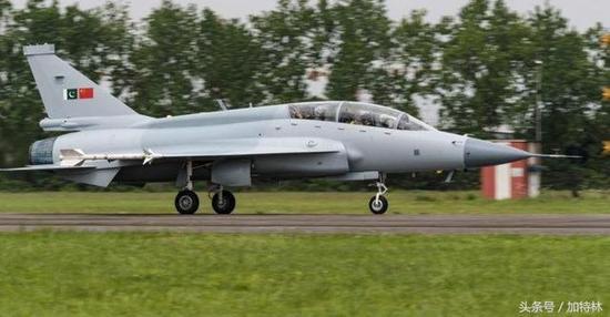枭龙第三批量产前最先进的改型:JF-17B枭龙双座战斗机
